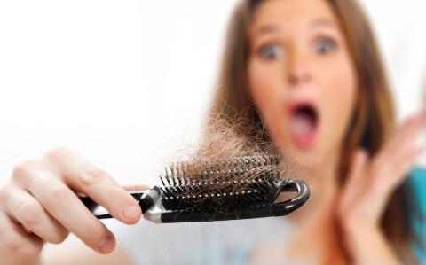 Выпадают волосы: какие анализы нужно сдать мужчине и женщине, на какие гормоны?