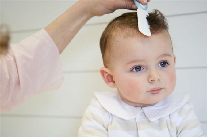 Почему выпадают волосы у грудного ребнка