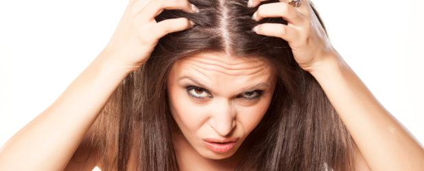 Причины появления перхоти у женщин